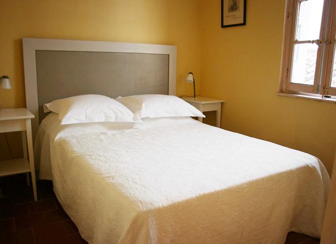 Lit double petite chambre double lit en fer pour chambre for Lit double petite chambre